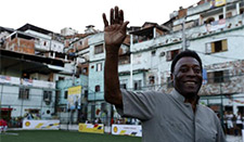 Pele continues treatment in San Paulo hospital