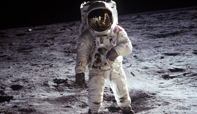 Neil Armstrong 90
