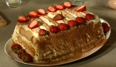 Let's Cook Together: Strawberry and Sushki Cake